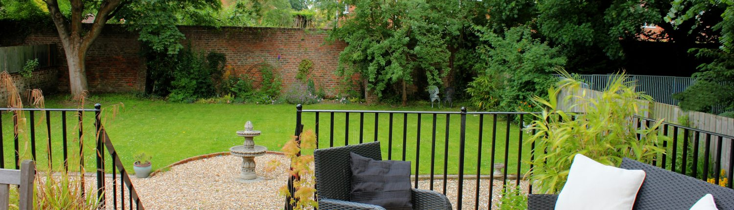 Side Terrace, House for family get together Yorkshire, the Beeches, Driffield.